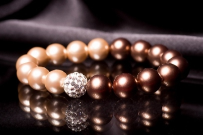 pearls-bangle-on-black-background