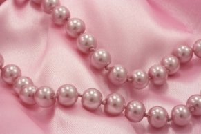 pink-pearls-background